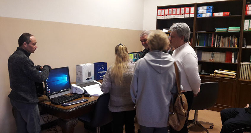 foto donazione apparecchiature per ciechi e ipovedenti e formazione del personale